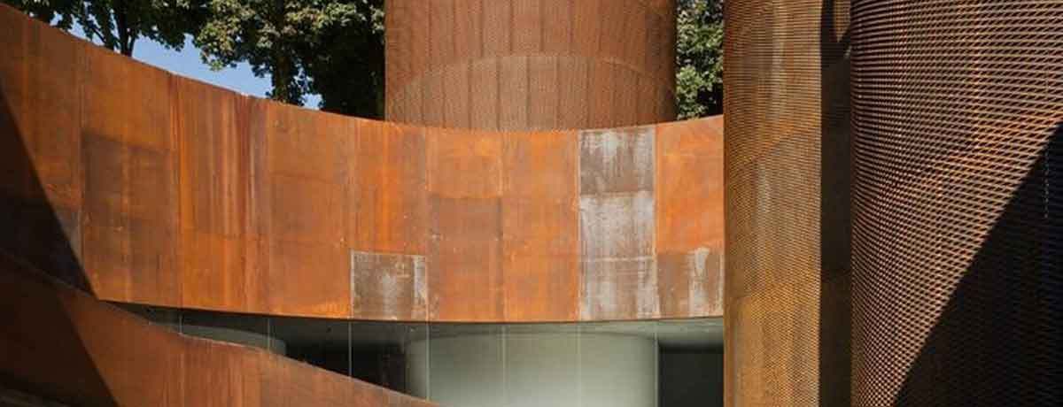 The COR-TEN effect paint gives the surfaces a COR-TEN steel aspect.