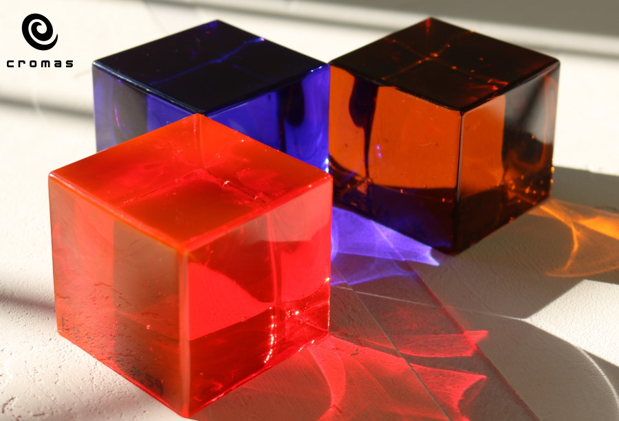 casting-of-colored-translucent-epoxy-resin-1