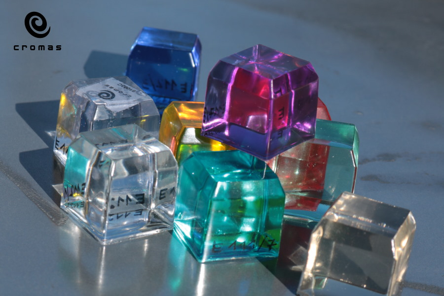 casting-of-colored-translucent-epoxy-resin-3
