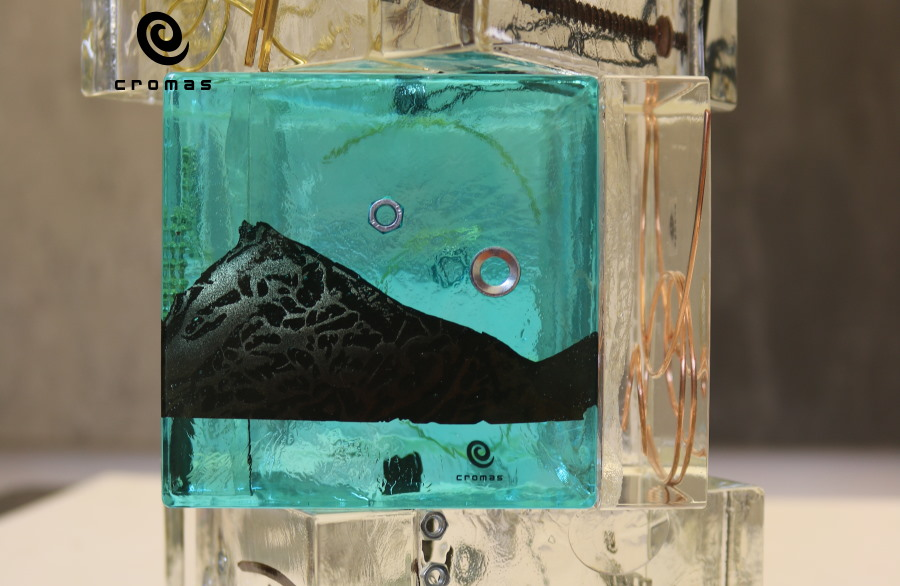 casting-of-colored-translucent-epoxy-resin-with-encased-objects