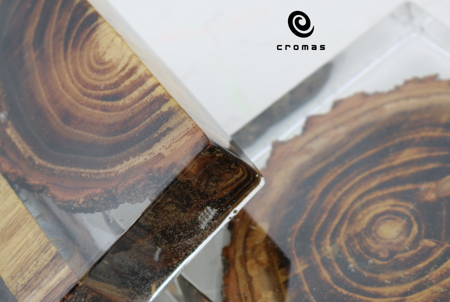 crystal-clear-epoxy-resin-for-encasing-wood
